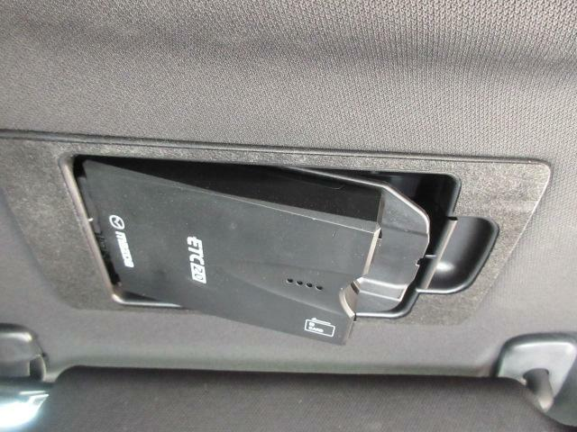 DSRC車載機は専用ボックスにてバイザー裏に隠れて装着されております。トップシーリング(天井)の状態もご覧ください。きれいな状態となっております。