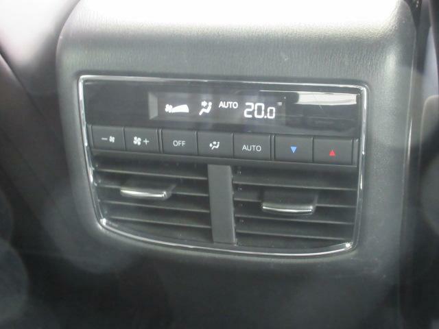 後席エアコンは運転席側と別々の温度設定ができますので、より車内も快適に過ごせます。