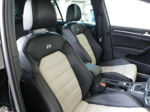 インテリア・シートカラーはブラック&ホワイト基調!ホールド感の強いスポーツシート形状です!グレード専用のレザーシートです!