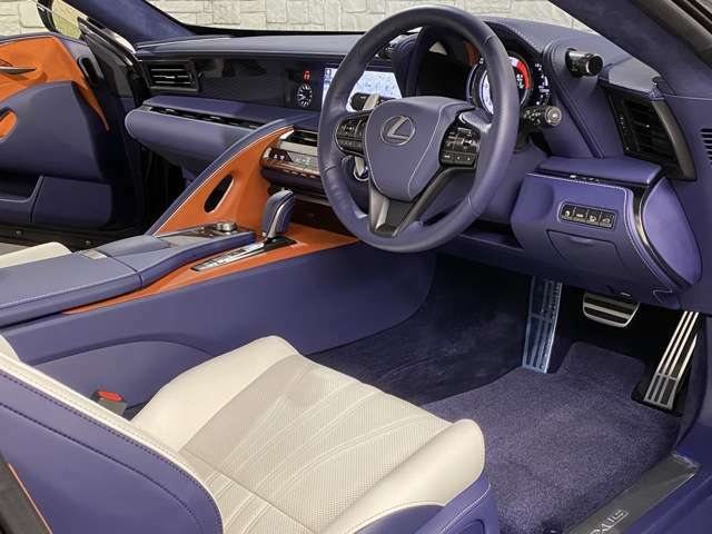 大変便利な、3メモリー機能付きパワーシート搭載(^^)/擦れや破れ、汚れ等、御座いません♪本当にお奇麗な運転席シート(^^)/是非ご来店頂き、実際に見て体感してください♪