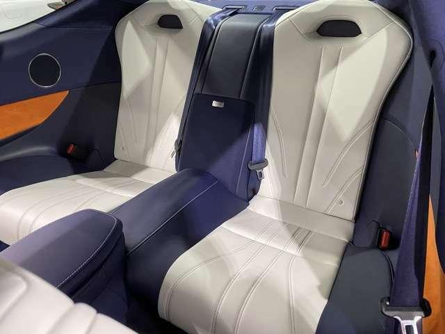 ★マークレビンソンサウンド搭載車両★音響システムもバッチリ!!後席シートも使用感は無く非常に状態は良好です♪目立った傷、汚れ等全く御座いません(^^♪
