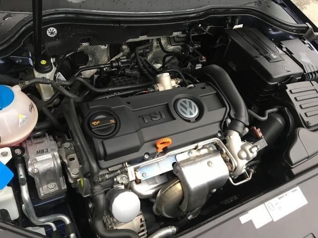 搭載されるエンジンは排気量わずか1.4リッターながら、自然吸気で2.0リッターエンジンに相当のパワーを発揮する直噴シングルチャージャーエンジン1.4TSIを採用し、7速DSGトランスミッションとの組み合わせ