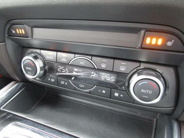 デュアルエアコンは左右別々の温度設定ができますので、より車内も快適に過ごせます。