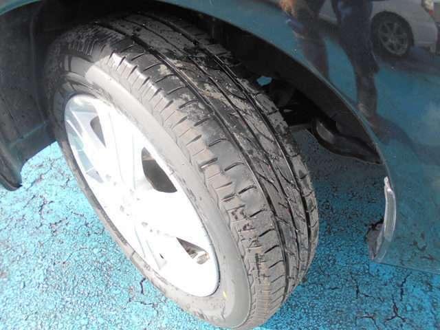 タイヤはブリヂストン製ネクストリー付き!!タイヤは当店入庫時に新品交換済み!!スタッドレスタイヤも格安海外品から国産品まで各種取り扱えますので交換ご希望の方はお気軽にご相談下さいね!!