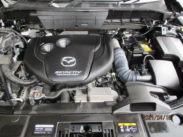 クリーンディーゼルエンジンは4000ccガソリンエンジン並みの力強いトルクがあり、上り坂や高速道路の合流などでもストレスフリー、しかもこれだけパワフルなのに、とても燃費の良いエンジンです。