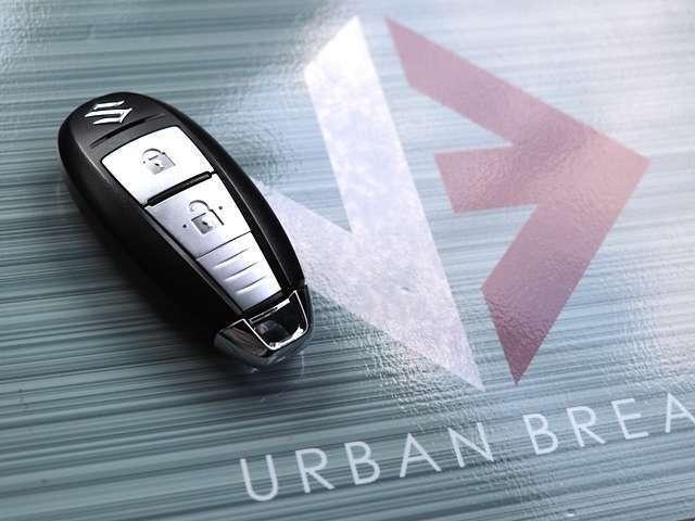 最近発売されたお車では主流になってきているキーフリーシステム付きです!エンジンスタートの際にスマートキーを身に付けているだけで、あとはワンプッシュでエンジン始動することができ、とても便利です♪