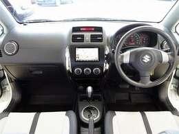 スズキの希少車SX4 ライバル車の少ないコンパクトクロスオーバーSUV 車高が高く幅広のワイドボディなので想像以上に広く使い勝手◎ ベースデザインはイタリアの会社が手掛けたお洒落なスタイルです☆
