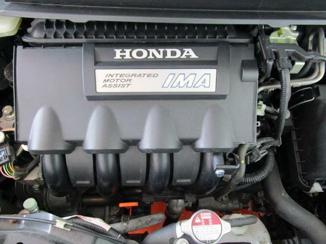 カタログ燃費21.6Km/lの低燃費ハイブリッドエンジン!