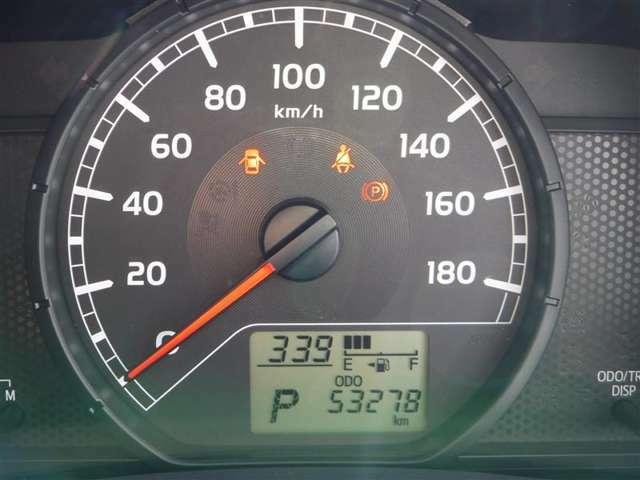 撮影時の走行距離は約5.3万kmです。安心のロングラン保証付きです。