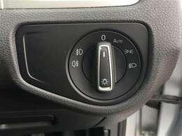 【 オートライト 】センサーが暗さを感知し自動でヘッドライトを点灯します。つけ忘れが無くなりますね♪