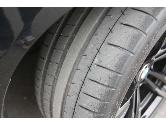 タイヤ溝もまだまだしっかりございます