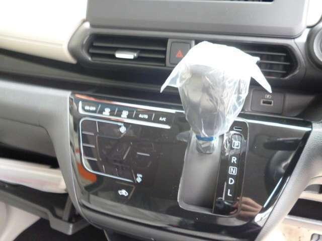【オートエアコン】オート機能が付いてるエアコンになるので、温度設定をしておけば、センサーによって、風の強弱と出てくる風の温度を自動調節してくれます!