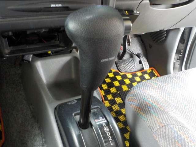 内外装自信有ります。運転席・後部座席共綺麗です。全車に除菌・抗菌・消臭処理をして納車致します。 お子様も安心です♪