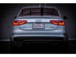車両到着時より内外装共にコンディションの良い車両になります。
