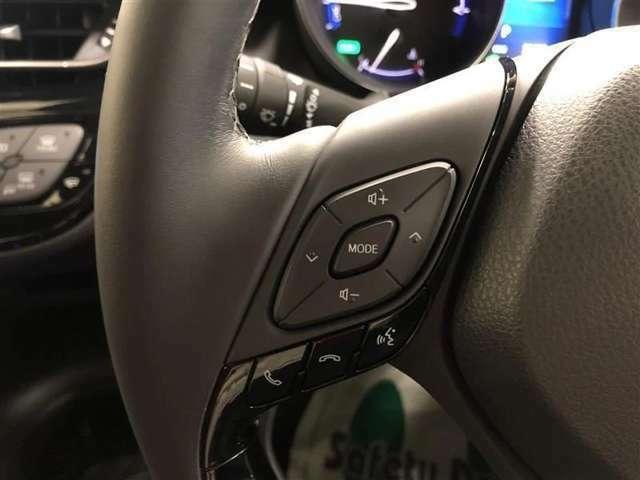 ステアリングスイッチ装備なので前方から視線を逸らすことなくオーディオの操作もお手元でできます。