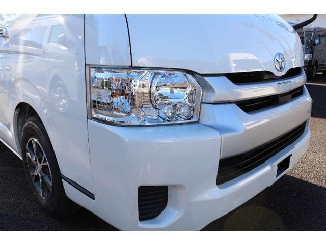 メーカーOPはLEDヘッドランプ、スマートキー、バックモニター内蔵インナーミラー、パワースライドドア、アクセサリーコンセント、電動格納ドアミラー、ステアリングスイッチ・純正アルミ!車両本体価格に含む。
