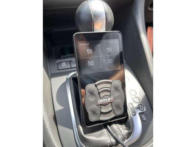 AIRLIFTコントローラー3まで好きな車高のメモリ登録できスマートフォンからもアプリをとればBluetoothで操作可能です。