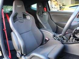 レカロ製バケットシートはリクライニング機能も備わっております。