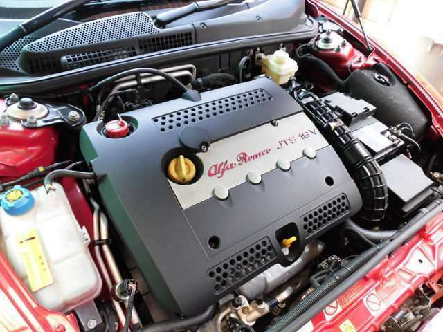 JTS搭載の2L直噴エンジンです^^
