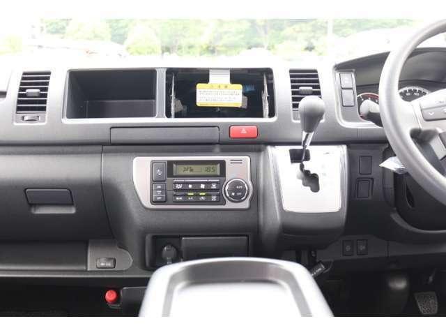 人気のコミューター 2800ccディーゼル 特装ブラック 新車オプション多数装着の新車をベースに当社で人気の後席座席間隔拡張加工を施工した1台!必見の1台です!