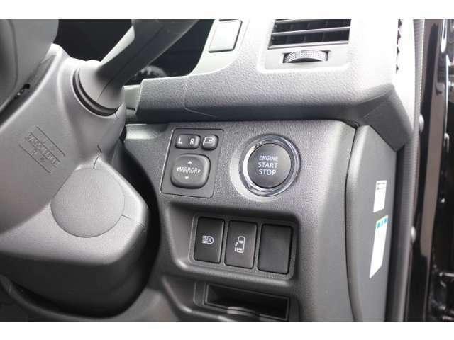 パワースライドドア!プッシュスタート!電動格納ドアミラー!新車オプション多数装着の新車をベースに当社で人気の後席座席間隔拡張加工を施工した1台!必見の1台です!