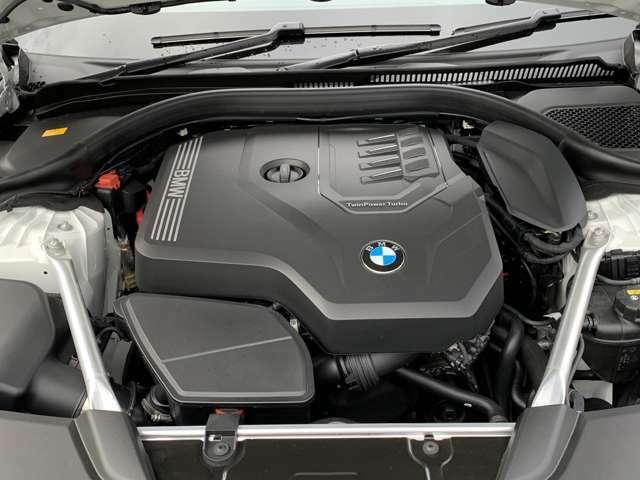 【BMWエンジン】革新的なガソリン・エンジン・テクノロジーによる高性能かつ高効率。レスポンスの良いパワーを発揮。常にスムーズな吸気を実現しアクセル開度にダイレクトに反応しドライビングを楽しく演出。