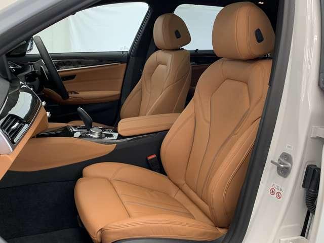 【助手席シート】運転席シート同様長時間乗車・スポーツドライビングでも疲れにくい形状にセッティングされたシートを装備しております。