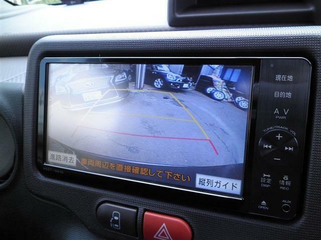 バックカメラ付きで駐車も楽々♪