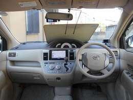 視認性高いセンターメーターで運転しやすいです!またオートエアコンなので室内いつも快適空間です!