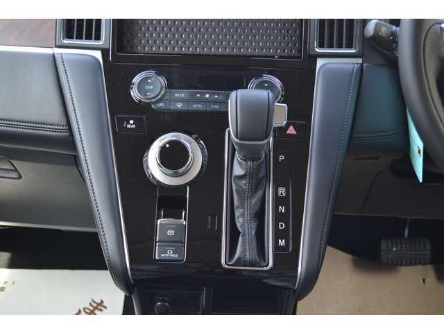 電動パーキングブレーキとオートホールド付き(ブレーキから足が離れても停車状態を維持してくれます。
