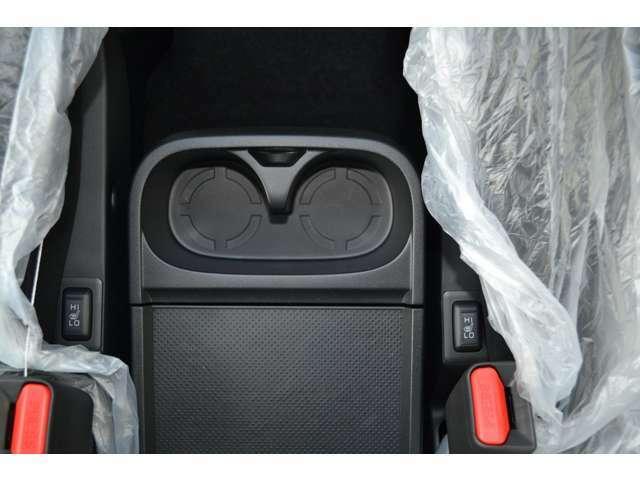 運転席・助手席シートヒーターで、寒い朝も素早く温め、快適に走り出すことができます。