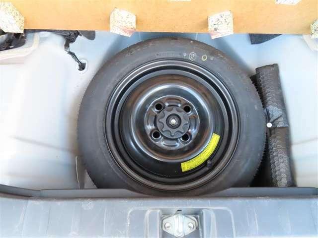パンク時には安心のスペアタイヤ装備してます。