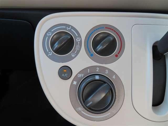 使いやすいレイアウトの空調スイッチ類です。 スイッチも大きく、気温に合わせ直感的に操作できそうですね。