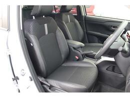ホールド性が高く、疲れにくいフロントシートです☆シート表皮にはソフトレザー調のシートがあしらわれ、高級感のある内装に仕上がってます♪