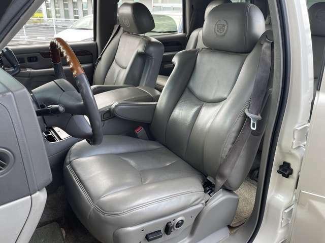 運転席シートの状態☆ タバコ穴や臭いもなくキレイです♪じっくりご覧下さい♪  お気軽にお問合せを♪【無料電話】0078-6003-206896 【みんくるLINE ID】07020337089で検索♪
