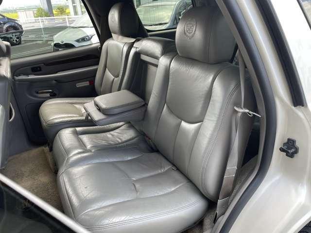 左後席シートの状態☆ タバコ穴や臭いもなくキレイです♪じっくりご覧下さい♪  お気軽にお問合せを♪【無料電話】0078-6003-206896 【みんくるLINE ID】07020337089で検索♪