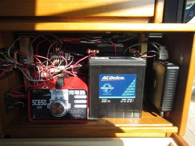 サブバッテリー、走行充電、外部充電、450Wインバーター装備しております!