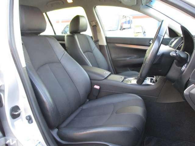 運転席・助手席ともに綺麗な状態です!