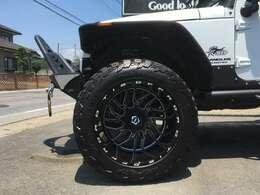 TIS 22インチ14J&37タイヤの組み合わせ。ノーマルホイール&タイヤ無料で差し上げます。