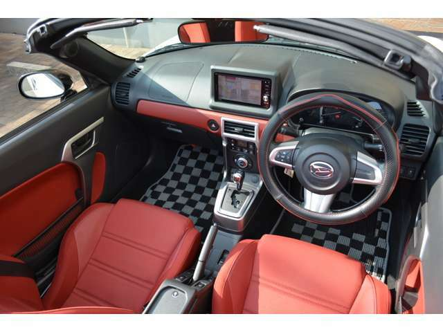 ワンオーナー車!内外装、とても綺麗なお車です。