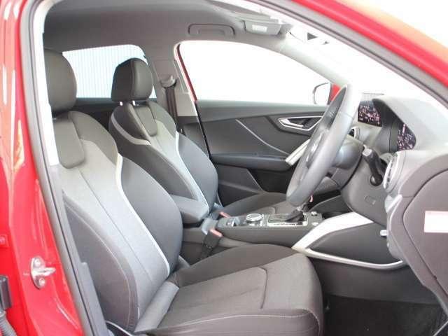 ■リアシート 後部座席には全席3点固定式のシートベルトを完備。さらにはカーテンエアバッグを標準装備!!強固なキャビンとエアバッグで大切な家族の安全を守ります。