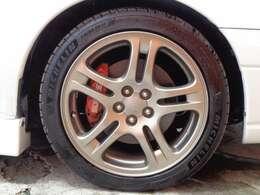 純正17インチAWです、タイヤも溝がバッチリ残っており納車後も安心できます