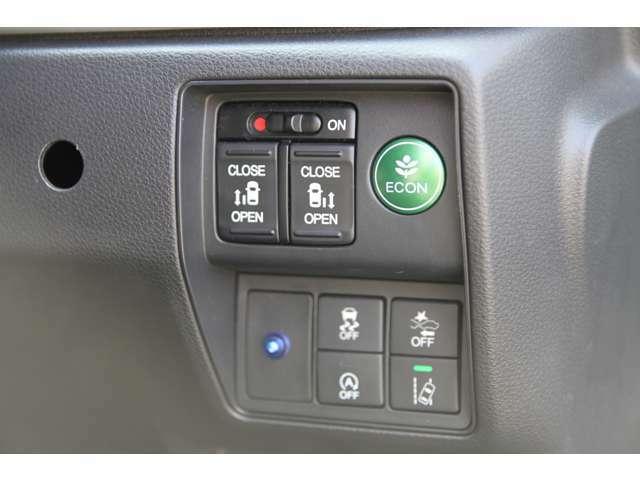 ミニバンには欠かせない両側電動スライドドアを装備!車内ボタンでの開閉操作&キーレスリモコンでの遠隔操作もOK♪ぜひご活用下さい^^