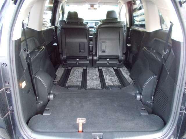 3列目シートを床下に収納して、2列目を前にスライドさせると、広~い空間が広がります☆車中泊も快適です☆