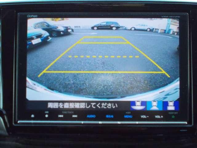 シフトレバーをバックに入れると自動でリアビューが映し出されます。運転が苦手な方、狭い車庫入れもサポートさせていただきます☆