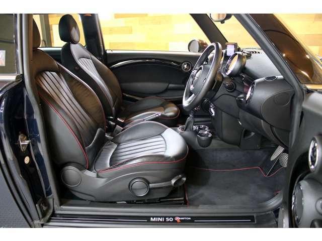 ■座席の設定は前後とリクライニングだけでなく、上下の設定も出来るので、様々な体格の方にもマッチする位置へ微調整が可能な上、ステアリング位置も調整出来ます。