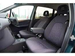 フロントシートの作りはさすがメルセデス!長距離でも疲れを感じさせません。