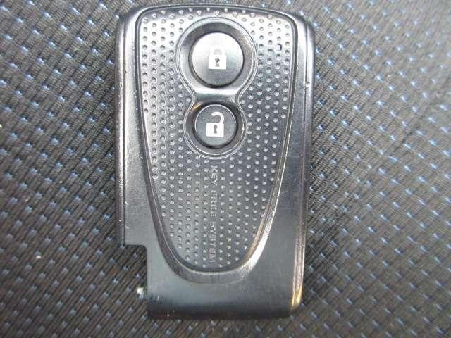 スマートキー! キーをキーシリンダーに差し込まずにエンジンの始動、ドアのロック・アンロックができます。