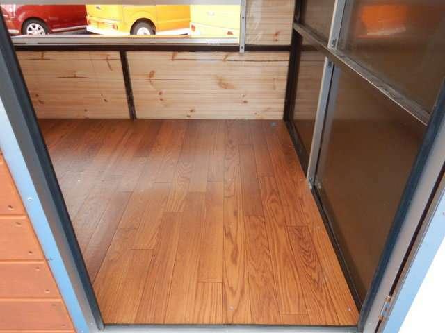 床は木目調のクッションフロアです