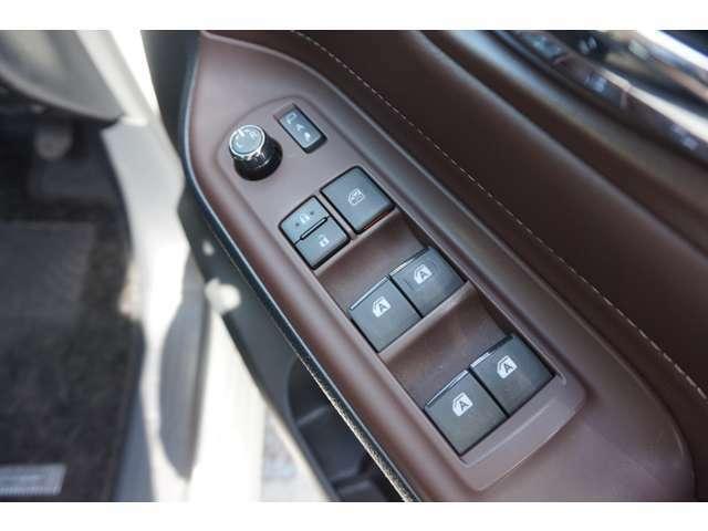 パワーウィンド・電格ミラー装備でボタン一つで操作が可能です。